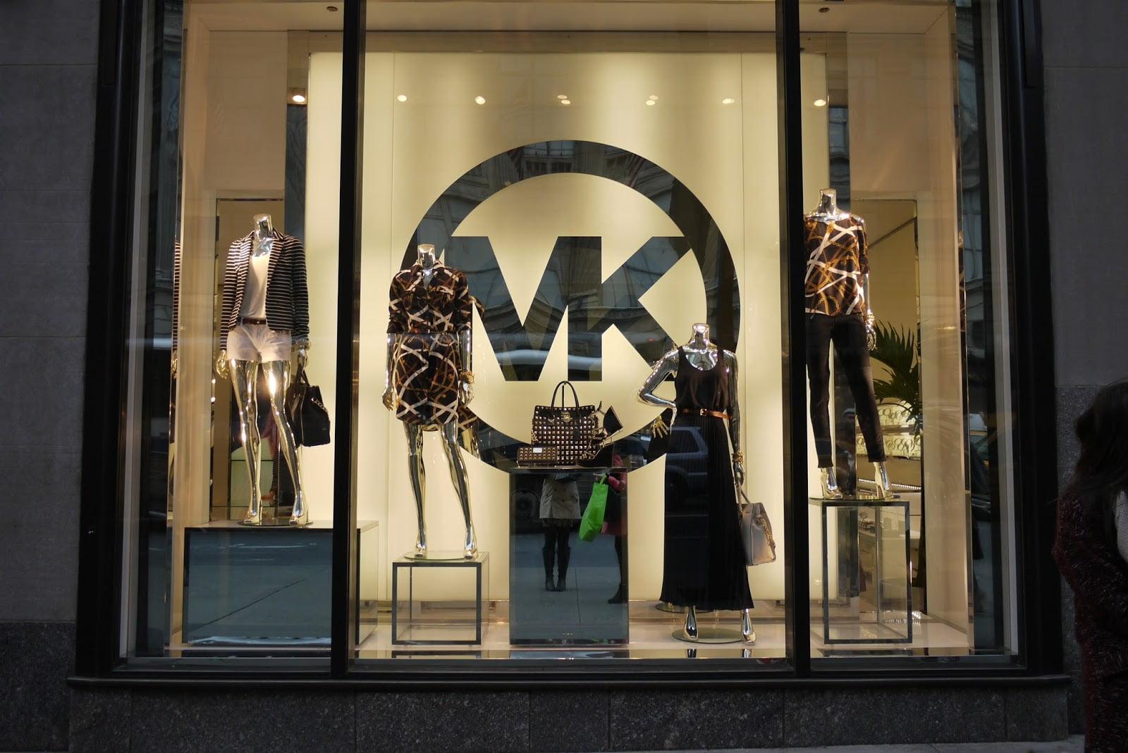 Что не так с Michael Kors и стоит ли покупать акции легендарного бренда